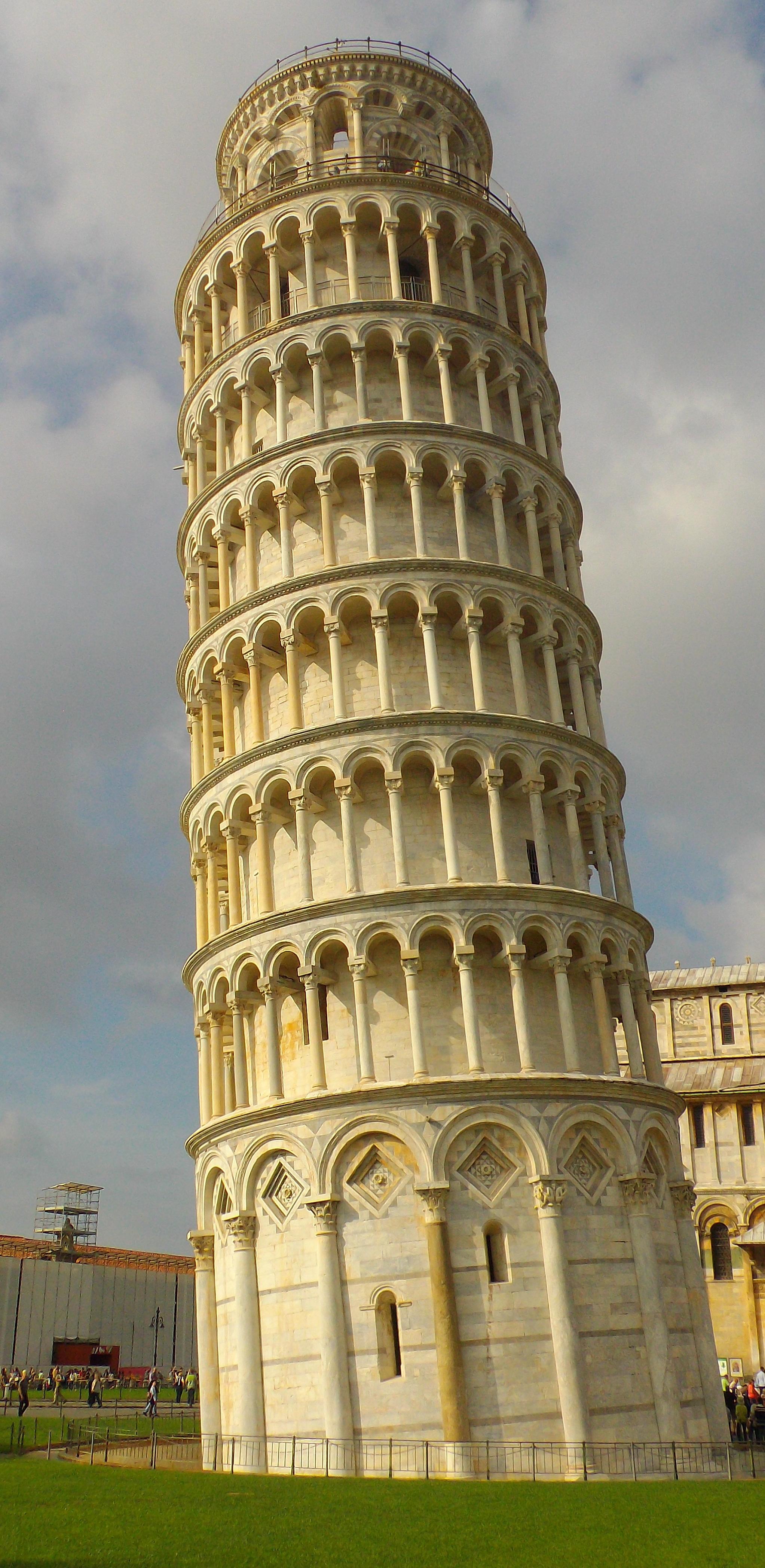 Todo o charme da cidade da torre inclinada