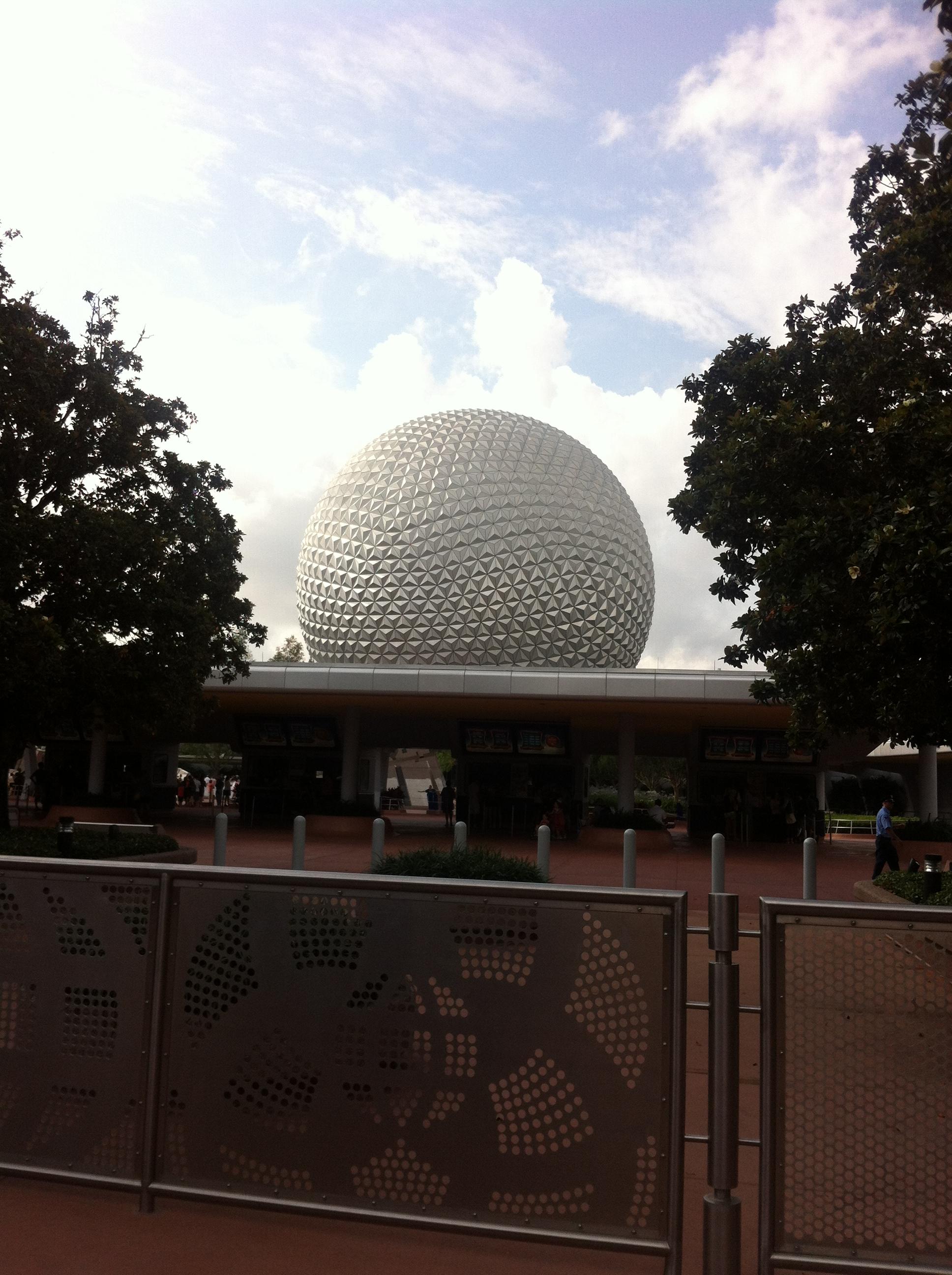 Um passeio pelo paruqe Epcot do complexo Disney